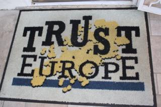 Trust 017